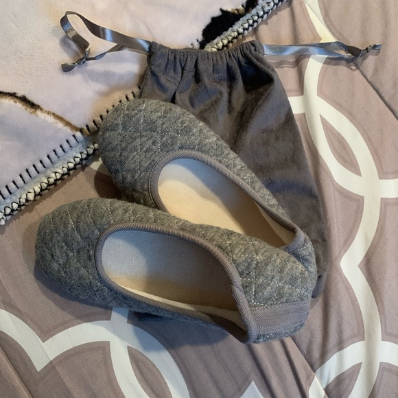 BRAND NEW- Cute Gray Footie House Slippers w/ bag